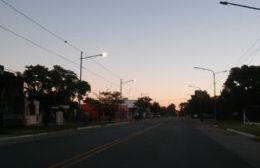 En la madrugada, pista de autódromo.
