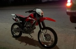 Choque entre dos motos: un joven con heridas de consideración