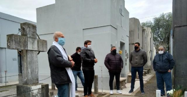 Acto en el Cementerio por el Día del Trabajador de la Electricidad