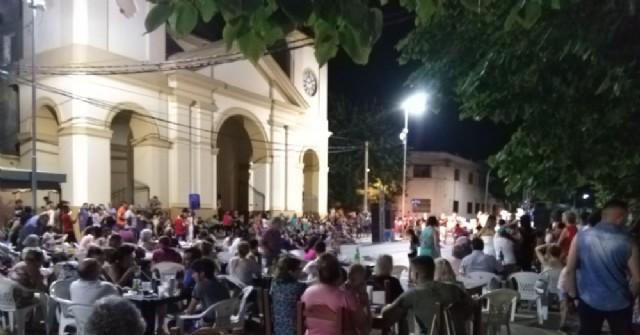 Lleno total en la primera noche de varieté en la Plaza San Martín