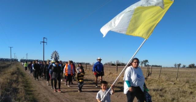 El grupo Los Peregrinos de Rojas realizó una caminata a Roberto Cano