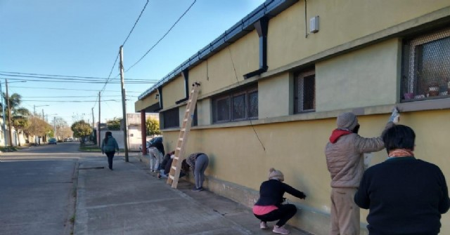 Comenzaron trabajos de pintura en el Jardín de Infantes 909