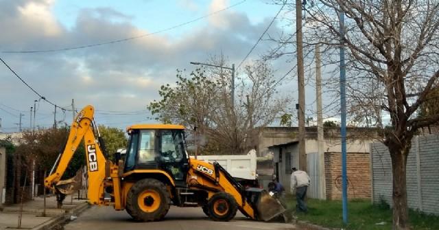 Intenso trabajo de empleados municipales para retirar montículos de basura de la zona céntrica