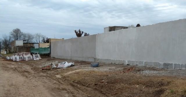 Comenzó la reconstrucción del tercer tramo del muro perimetral del Cementerio Municipal