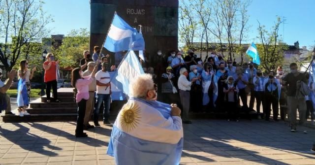 En Rojas también marcharon contra el Gobierno nacional