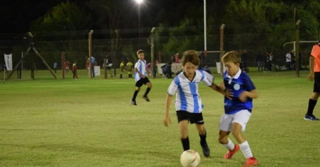 Encuentro de fútbol infantil en El Huracán