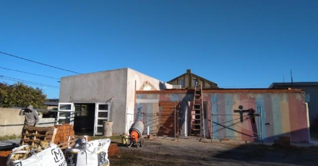 Las obras de refacción del CEATDI avanzan con la colocación de un nuevo techo
