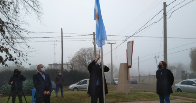 El intendente encabezó el acto oficial por el Día de la Bandera