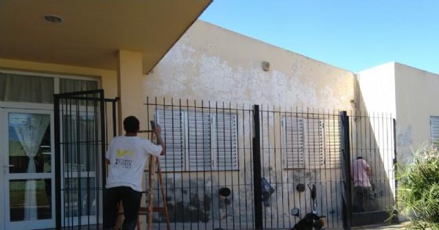 Pintan el frente de la Escuela Especial 501