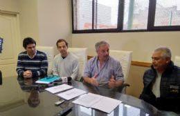 Santa Teresa: Firmaron el primer contrato para cuatro cuadras de cordón cuneta