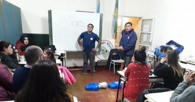 Bomberos Voluntarios brindaron capacitación a alumnos del Centro de Formación Profesional N° 401