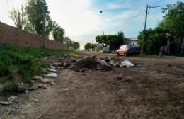 Quejas vecinales por basural en barrio La Loma