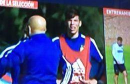 Junto a Jorge Sampaoli (captura de TV).