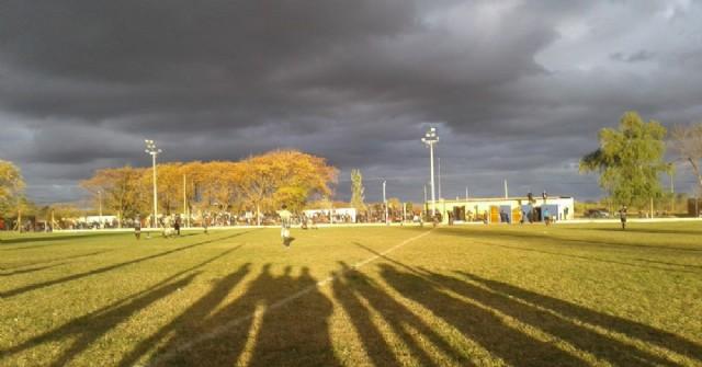 Postales de una tarde de domingo de fútbol en Rojas