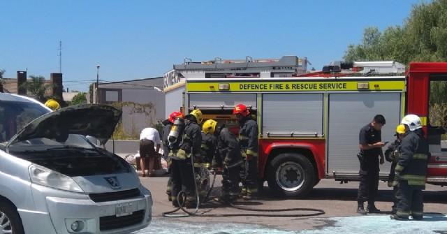 Principio de incendio en un auto en la estación Shell de la Ruta 188