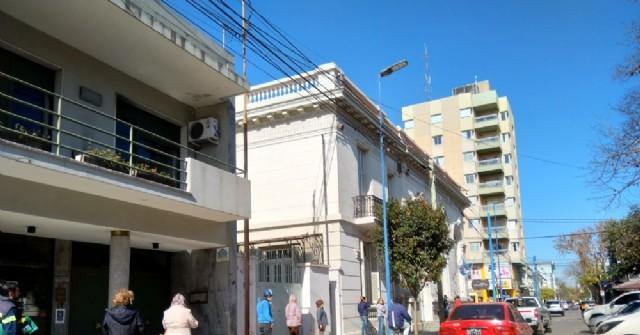 Las nuevas actividades exceptuadas de la cuarentena mostraron mayor movimiento de personas en las calles