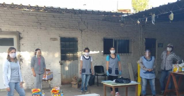 El Jardín de Infantes Bichito de Luz entregó alimentos a las familias de sus alumnos
