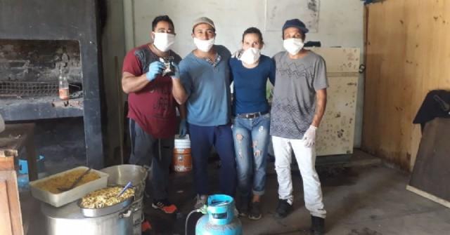 Un grupo de vecinos transforma a Barrio La Loma en una montaña de solidaridad