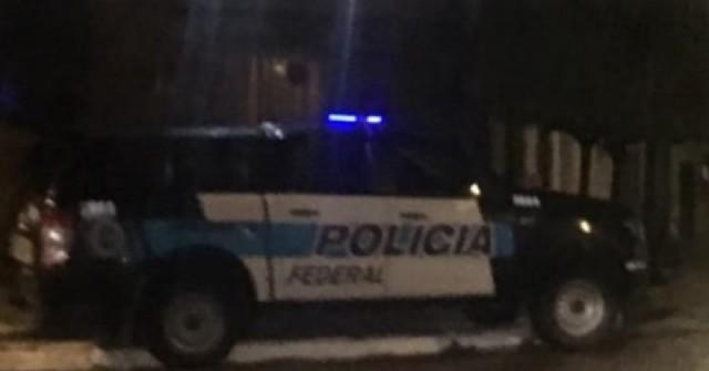 Operativo de Policía Federal en una vivienda de calle Italia al 300