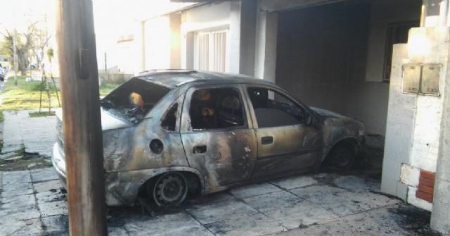 Se incendió un auto en Barrio Municipal