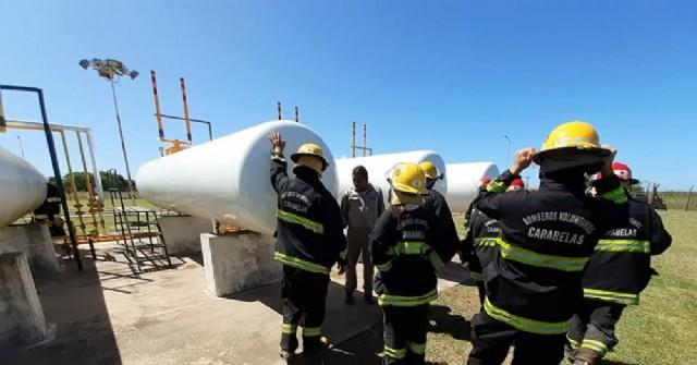 Los Bomberos Voluntarios de Carabelas se capacitaron en el funcionamiento de la planta de gas