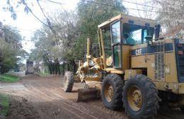 El Municipio arregla calles de tierra en barrios