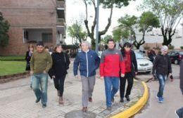 Felipe Solá junto a Molina recorriendo las calles de la comuna.