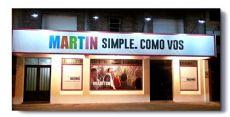 Ubicado en Avenida 25 de Mayo entre Lavalle y Avellaneda.
